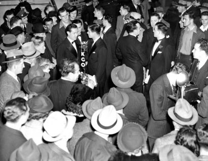 Photo: Photographer Unknown / The Chronicle KGO radio with Crowds at Jubilee Show 01/28/1940